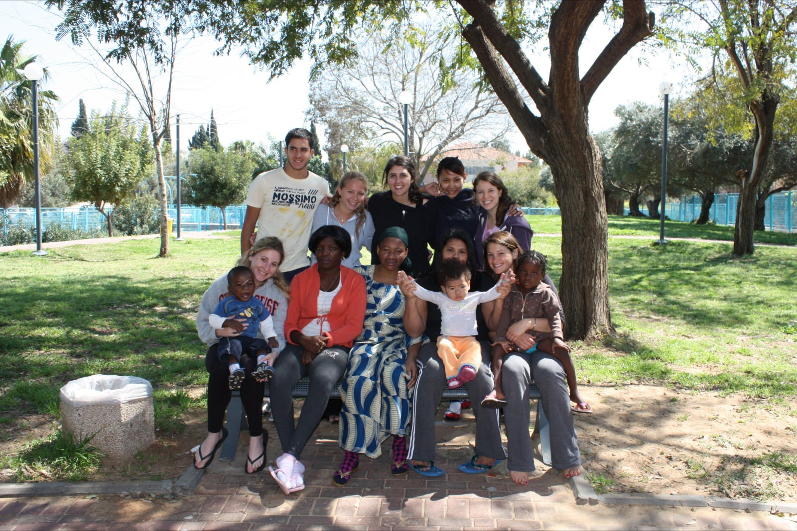 volunteers-children-and-families-at-the-home