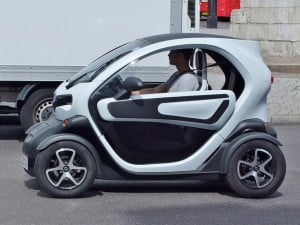 twizy 300x225 Tiny Electric Car Pilot To Debut In Israeli Town