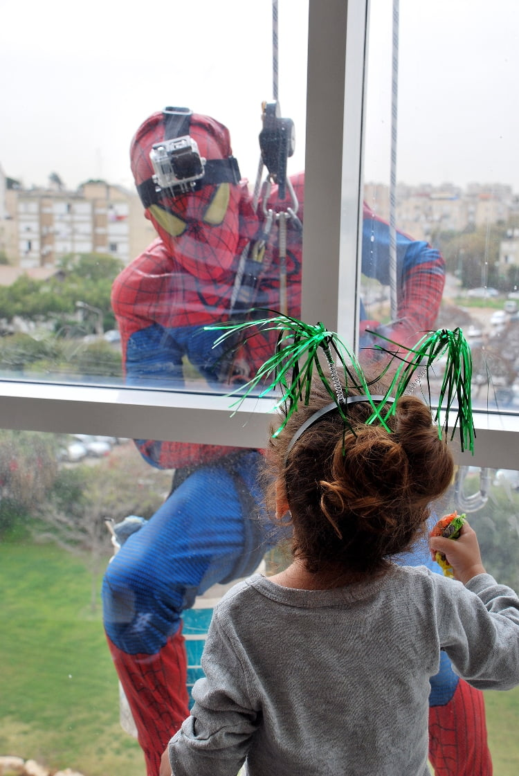 Spider Man Window Cleaners Surprise Childrens Hospital On Purim