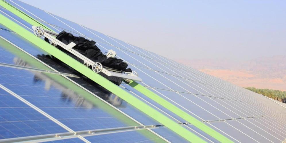 Robots Are What Makes This Israeli Solar Farm Super
