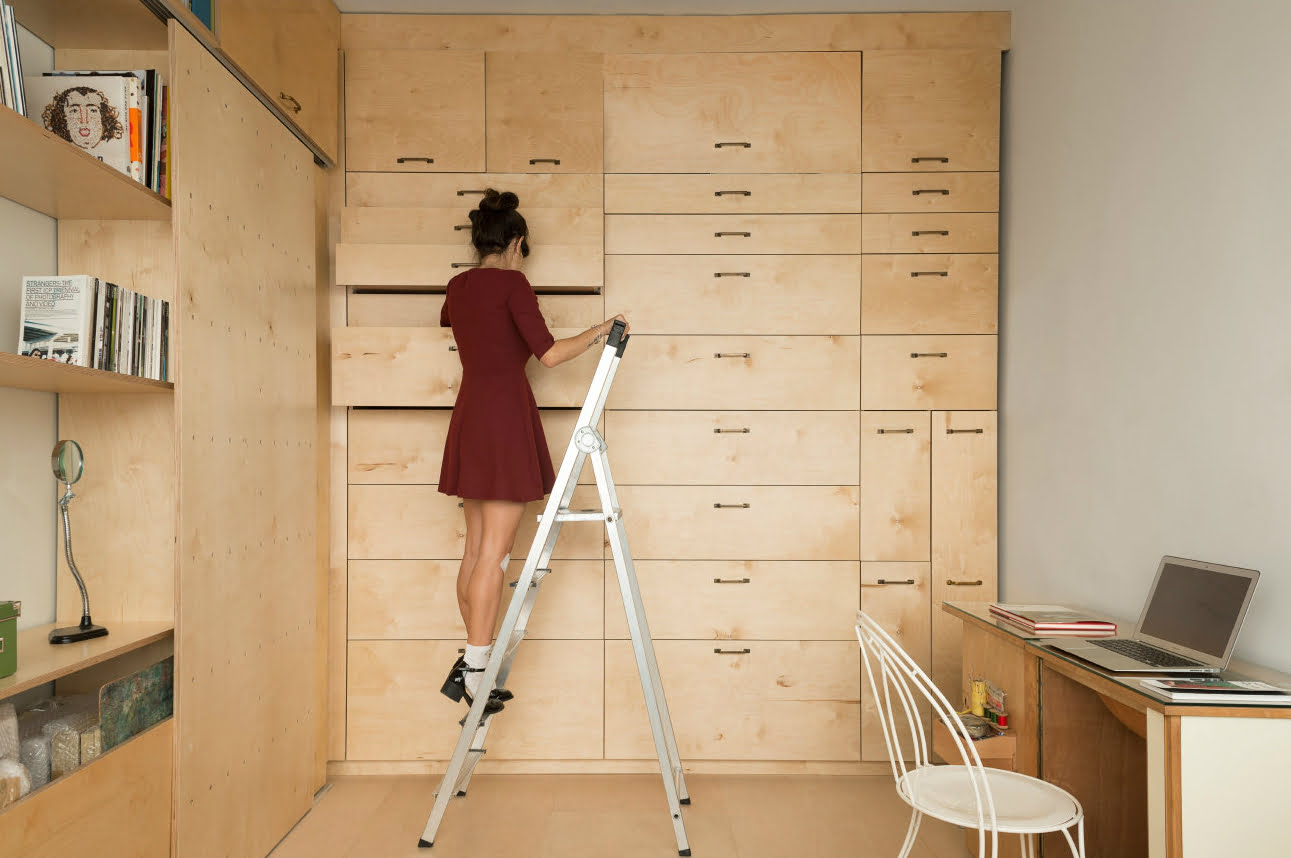 Israeli architects create tiny artist studio that doubles as living space d - Amenagement studio 15m2 ...