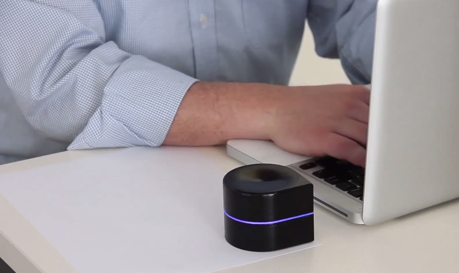 This Tiny Robot Is Actually A Printer You Carry In Your Pocket