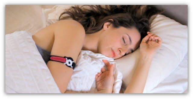 woman wearing the tempdrop strap