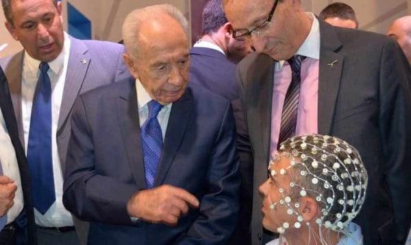 Shimon Peres Observing ElMindA Brain Helmet