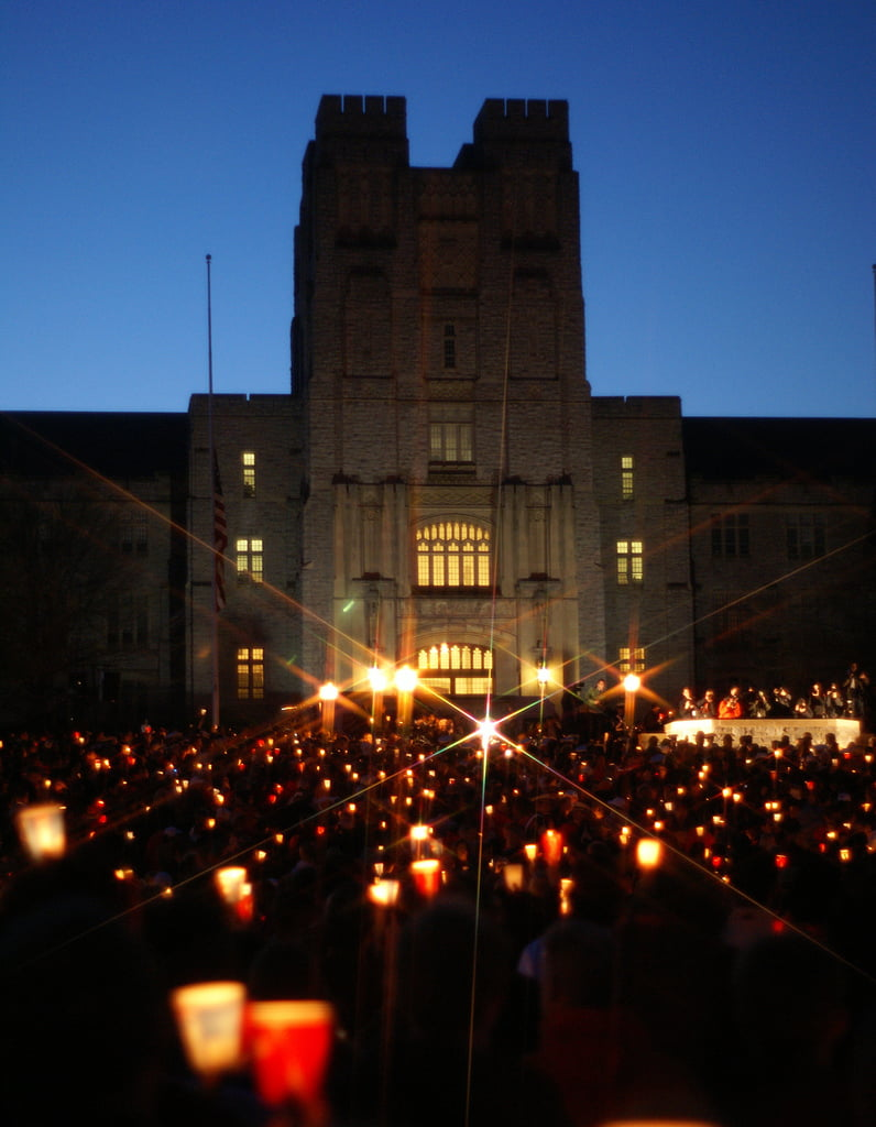 Virginia Tech candlelight vigil in 2007