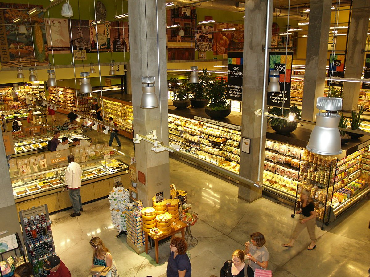 1200px-Whole_Foods_Market_in_the_Lower_East_Side_of_New_York - https://commons.wikimedia.org/wiki/File:Whole_Foods_Market_in_the_Lower_East_Side_of_New_York.jpg