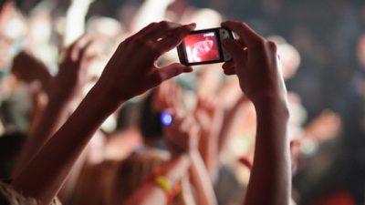 smartphone filming concert