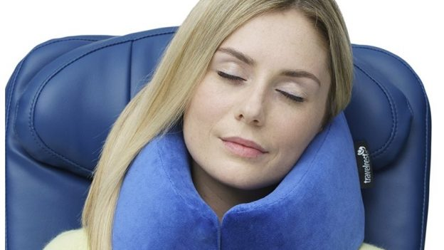 woman-sleeping-on-airplane-with-neck-pillow-by-travelrest