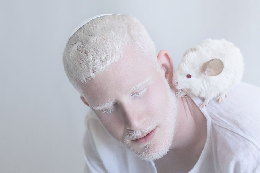 Albino with mouse, Albino, Albino mouse