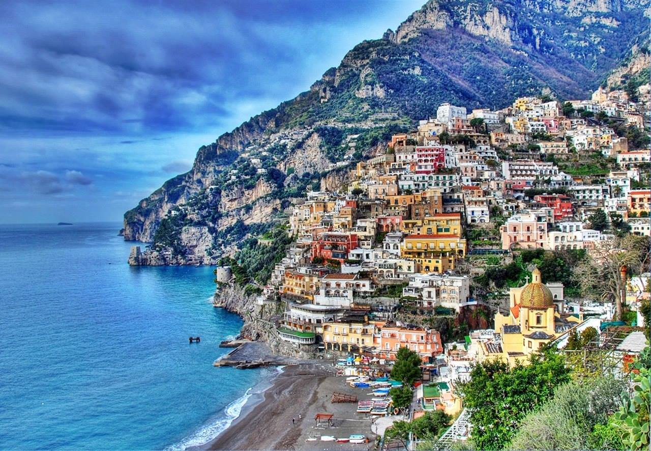 Sorrento Italy by https://www.facebook.com/RoutePerfect/photos/a.361682173912045.84084.360689280678001/720916267988632/?type=3&theater