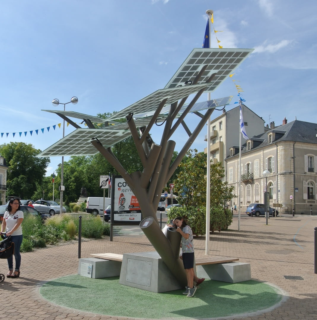 The eTree in Nevers, France, with the Israeli flag in the back, shortly after the inauguration ceremony. Courtesy of Michael Lasry/Sologic