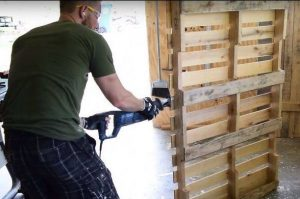 This Hometalk user cuts a pallet in half, for an unexpected storage idea via Kalhh/Pixabay