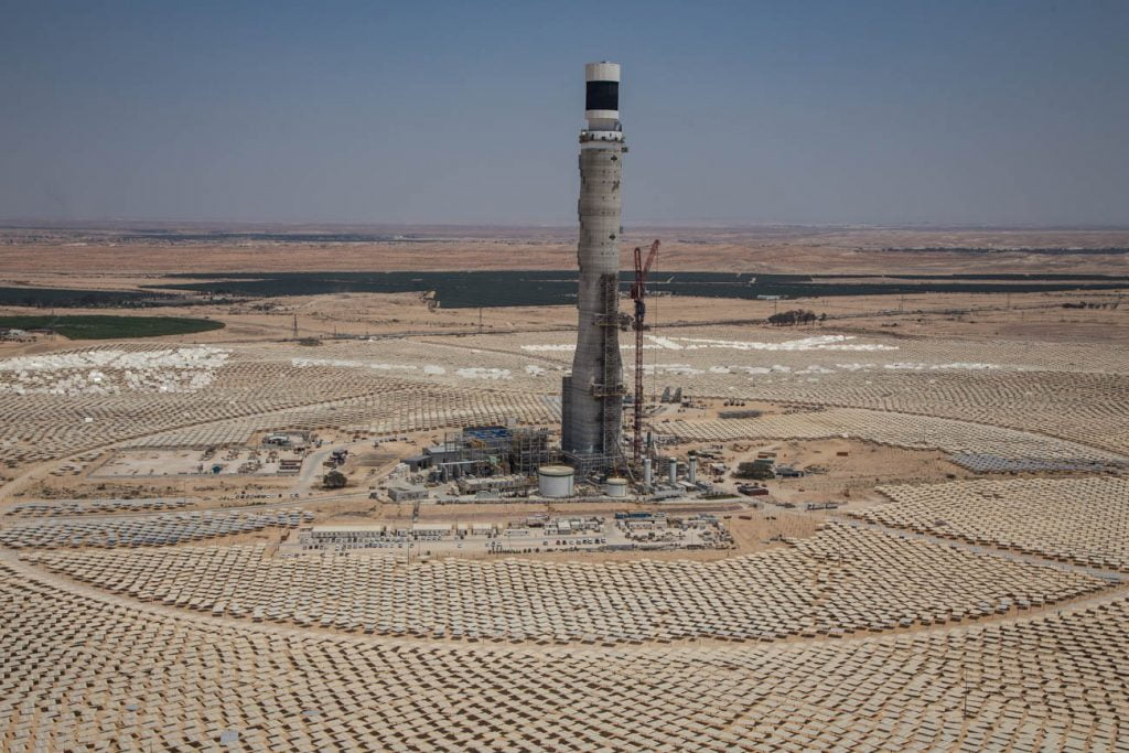 The Megalim Solar Power plant and tower in the Negev. Photo by Albatross photo agency
