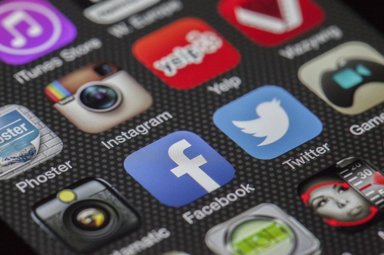 Social media apps on a smartphone. Photo via LoboStudioHamburg, Pixabay