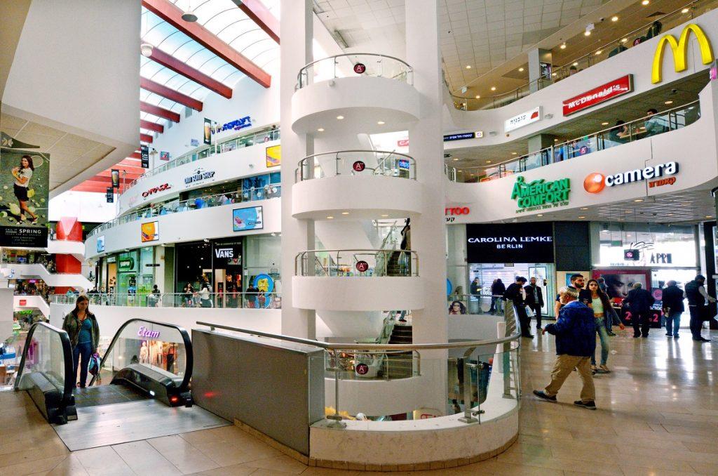 "Dizengoff Center in Tel Aviv. <a href=""http://dep.ph/v/4jry2l-bsat0"" target=""_blank"">Deposit Photos</a>"
