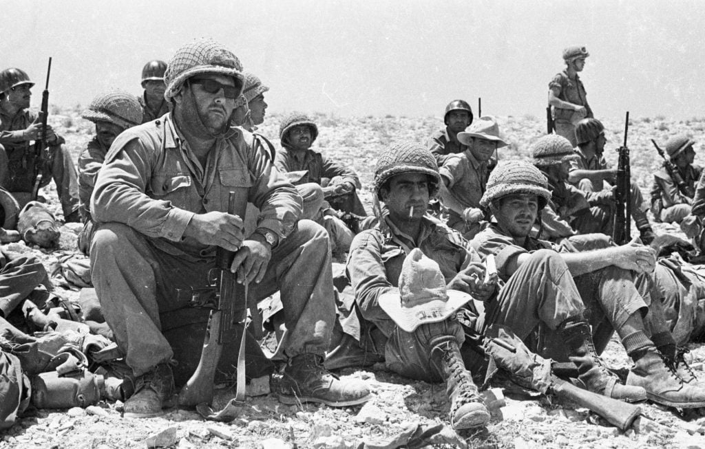 Soldiers in the Negev desert, 1967. Photo: IPPA staff, the Dan Hadani Collection