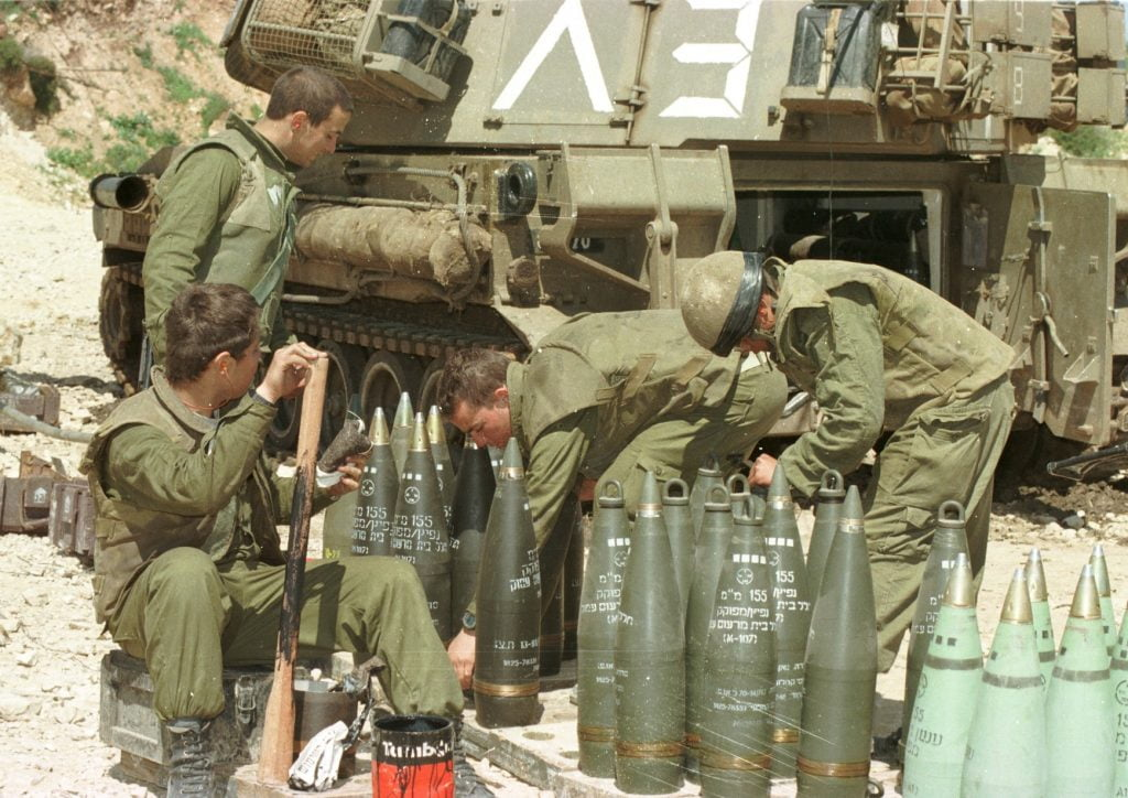 IDF soldiers in Operation Grapes of Wrath in 1996. photo: IPPA staff, the Dan Hadani Collection