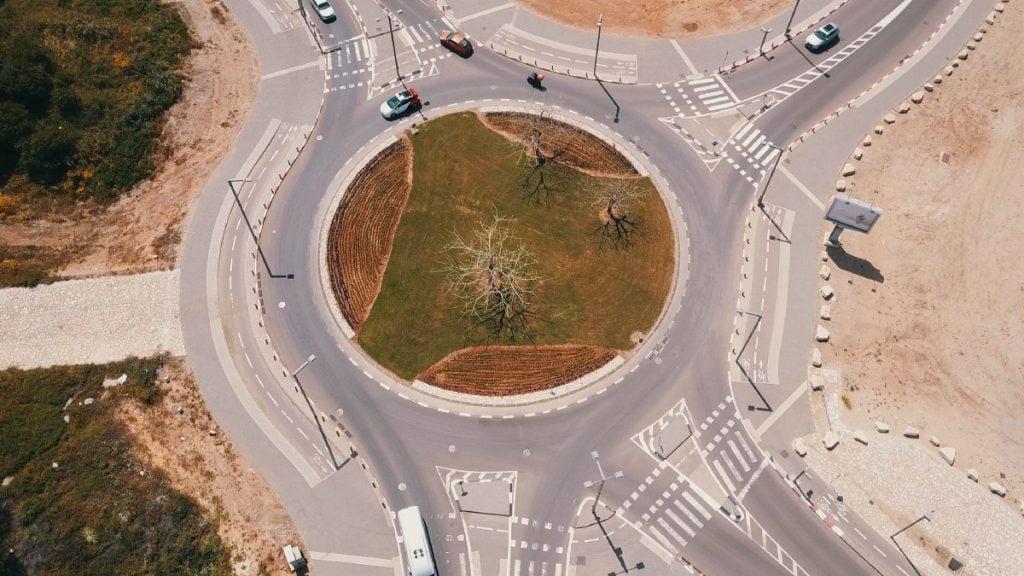 A Yandex autonomous car navigating a roundabout in Tel Aviv. Photo via Yandex