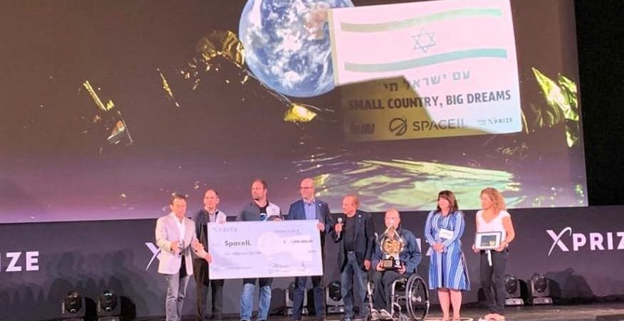 The SpaceIL team receiving its $1 million Moonshot Award at XPrize's Visioneering summit in Los Angeles, October 6, 2019. Photo via XPrize's Twitter feed