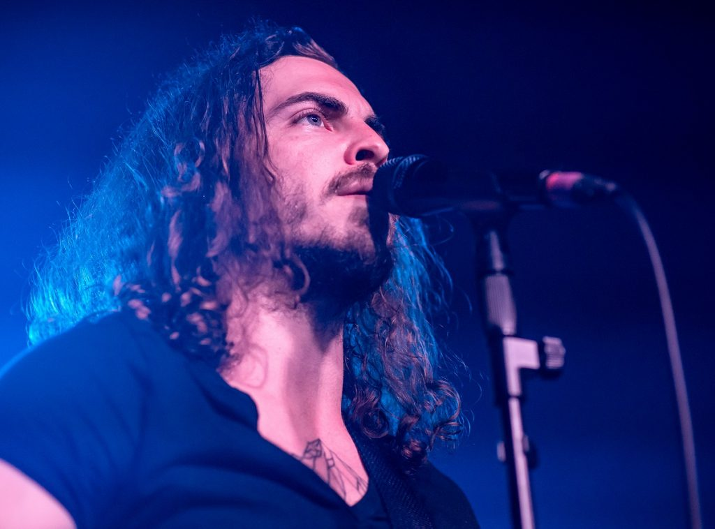 Dennis Lloyd at the Moroccan Lounge. CC BY 2.0