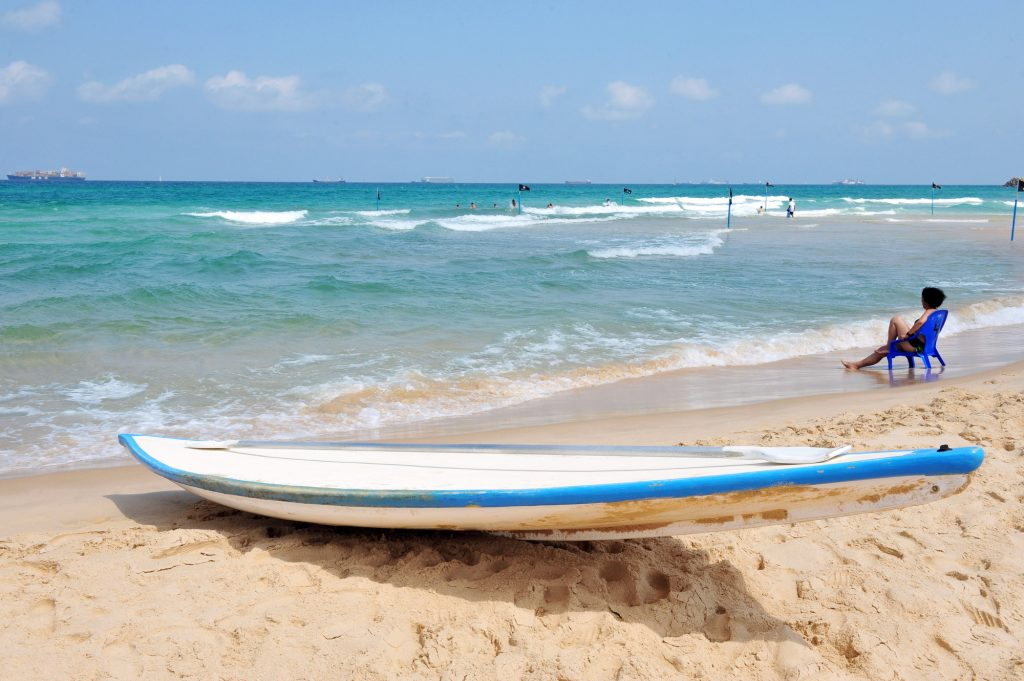 A lifeguard paddle in Ashdod. Illustrative. Deposit Photos
