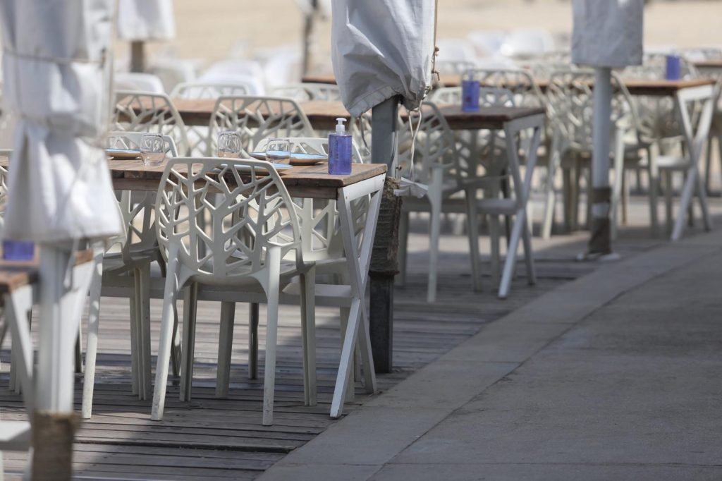 An eatery on the Tel Aviv shore with a disinfectant for each table. Photo: Ilan Spira